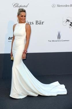 Канны-2013: Эмма Уотсон в монохромном платье Chanel