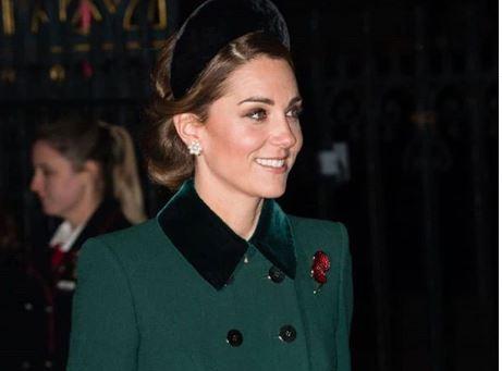Фото: Герцогиня Кембриджская практически повторила свой рождественский образ