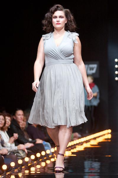 Красивая одежда для дам с пышными формами.  11 марта 2011 08:23:38 автор.