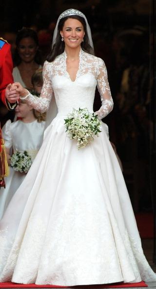 Прямое попадание в цель совершила своим выбором свадебного платья главная икона стиля Великобритании Кэтрин Миддлтон (Catherine Middleton