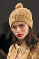 Вязаные шапочки, плотно облегающие голову, тоже никогда не выходят из...