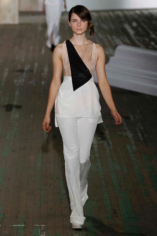 Тренд весны 2011 - брюки строгого стиля (фото)