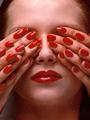 Фото: NARS выпускает коллекцию косметики Guy Bourdin Сollection