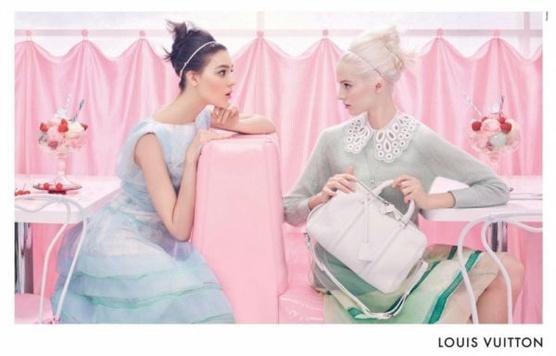 Рекламная кампания Candy Sweet от Louis Vuitton сезона весна-лето 2012 на фото.